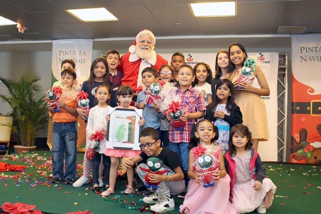 Santa se hizo presente para entregar regalos a los ganadores