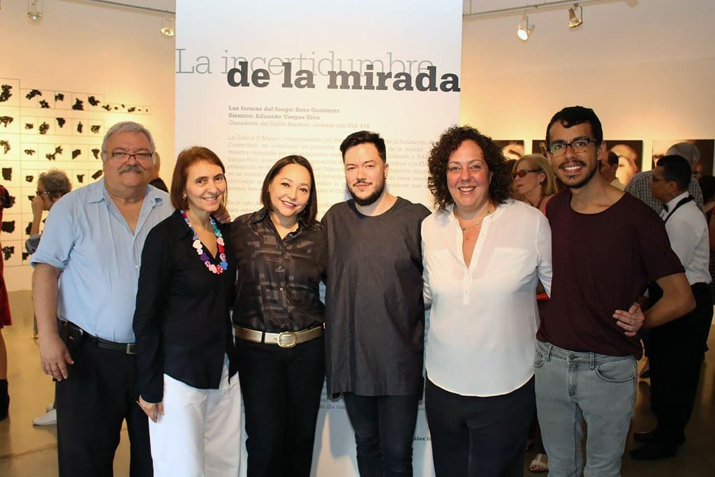 Expositores y personal Banesco compartiendo en una foto