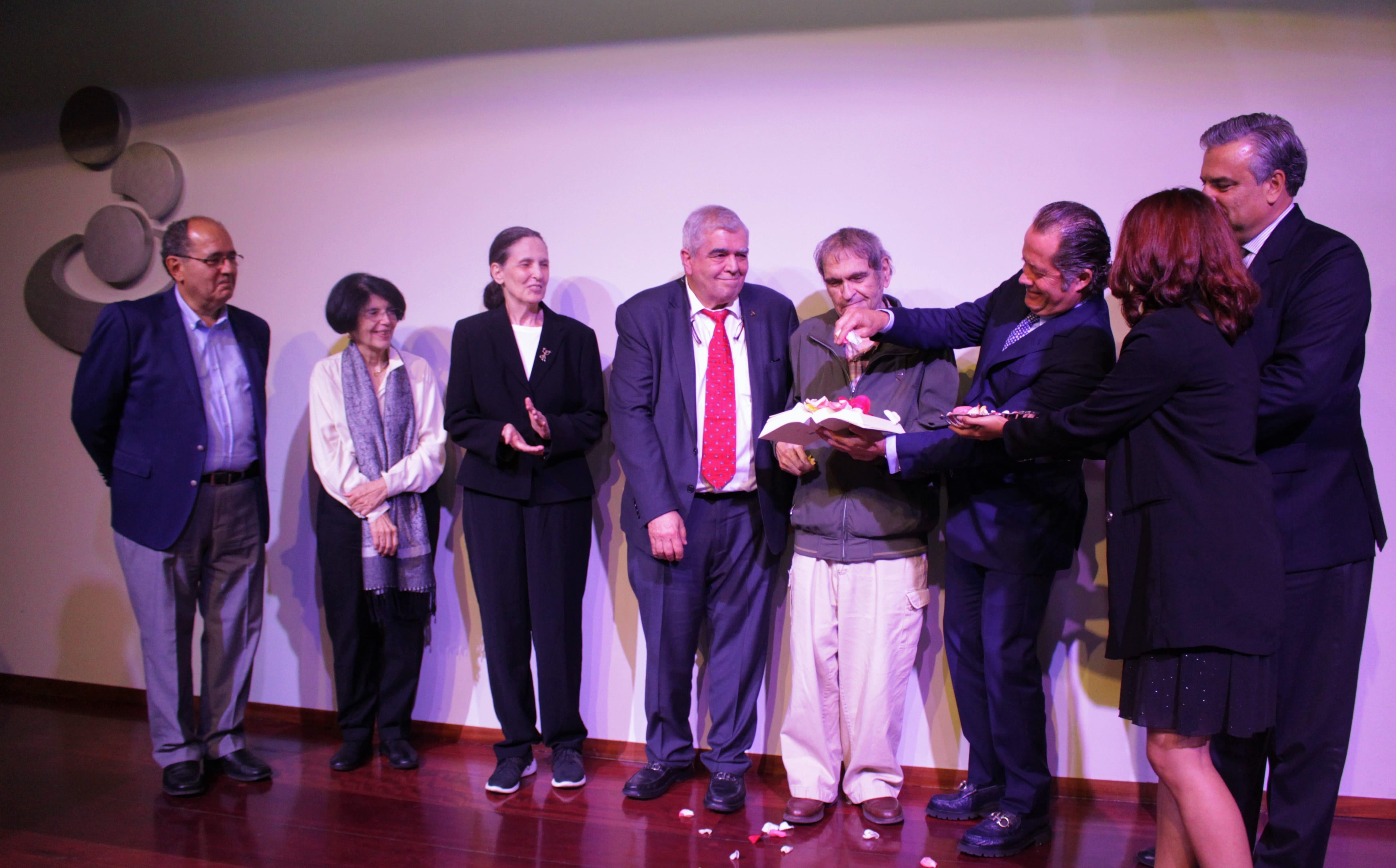 Poesía venezolana del siglo XX está presente a través de sus Rasgos Comunes