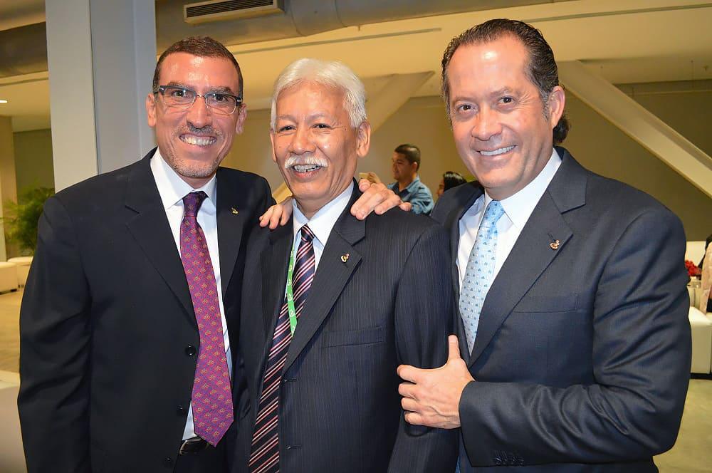 Miguel Ángel Marcano y Escotet con David, trabajador condecorado